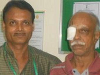 У индийца был червь 12 сантиметров в глазу