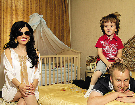Диана Гурцкая с семьёй