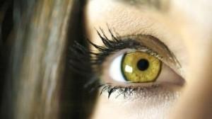 у человека жёлтые глаза